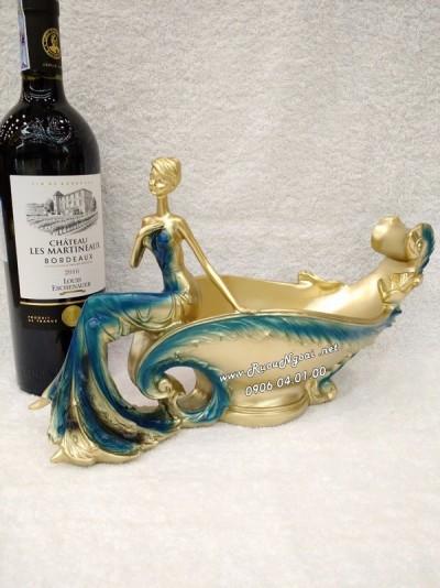 Kệ Rượu Vang Thiếu Nữ Thuyền Hoa